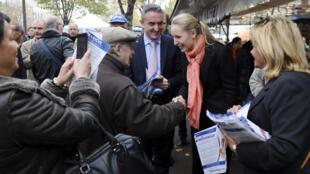Marion Maréchal-Le Pen en campagne pour les régionales en Paca, vendredi 13 novembre 2015, sur un marché de Castellane.