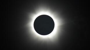 كسوف كامل للشمس في 2012