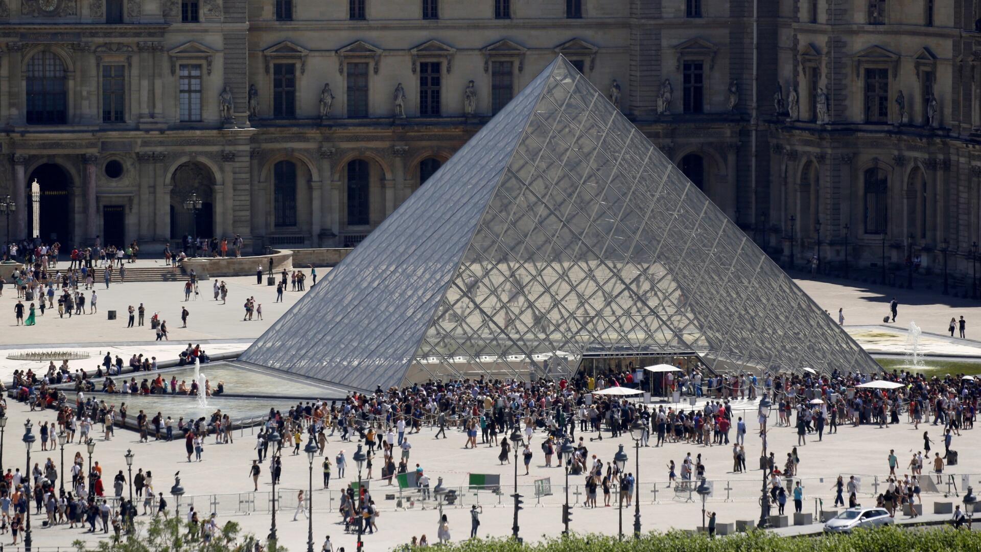 متحف اللوفر بالعاصمة الفرنسية باريس.
