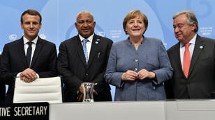 De gauche à droite, le président français Emmanuel Macron, le Premier ministre fidjien et président de la COP 23 Frank Bainimarama, la chancellière allemande Angela Merkel et le Secrétaire général de l'ONU Antonio Guterres à l'ouverture de la COP23 le 15novembre2017.