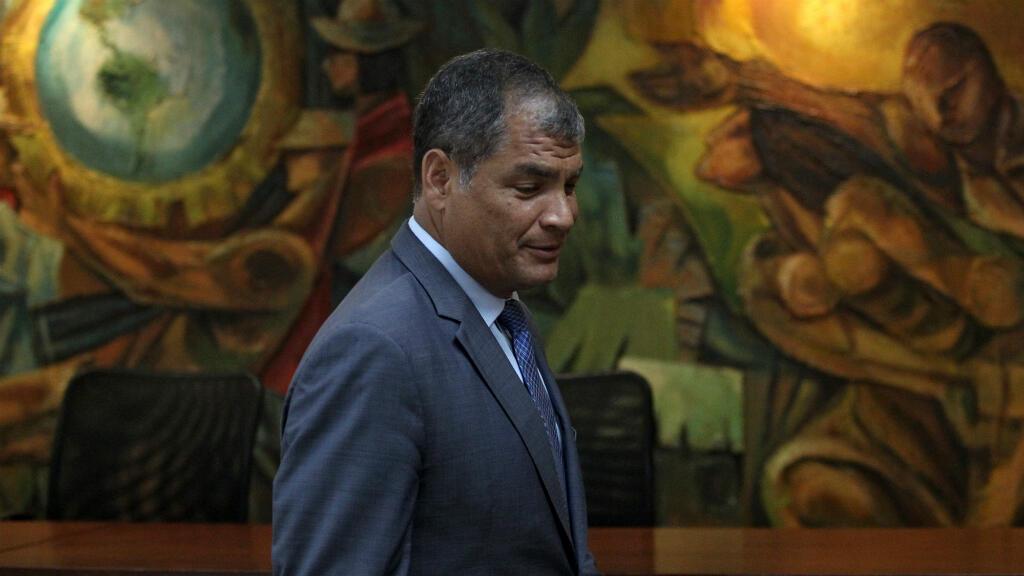 El ex presidente ecuatoriano Rafael Correa llega para testificar en relación con el caso de presunta corrupción, en la oficina del fiscal en Guayaquil, Ecuador. 5 de febrero de 2018.