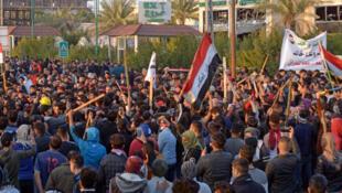 محتجون في العراق يطالبون بتغيير كامل الطبقة السياسية
