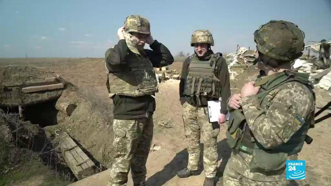 Soldats ukrainiens à proximité de la ligne de front dans le Donbass