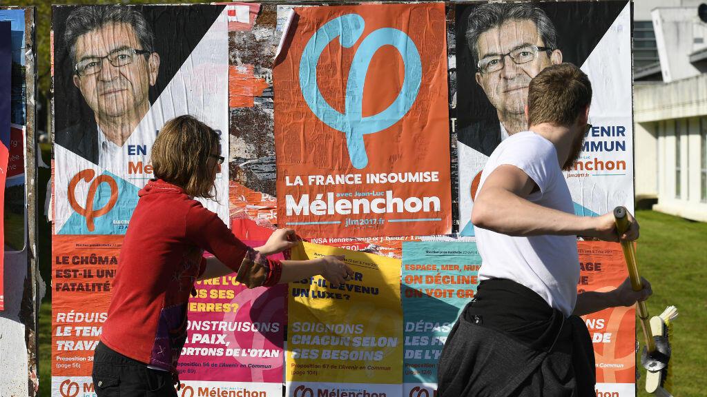 Des militants de La France insoumise, le 7 avril 2017, à Rennes.