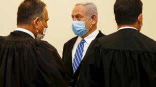 نتانياهو خلال جلسة محاكمته 24 مايو/أيار 2020.