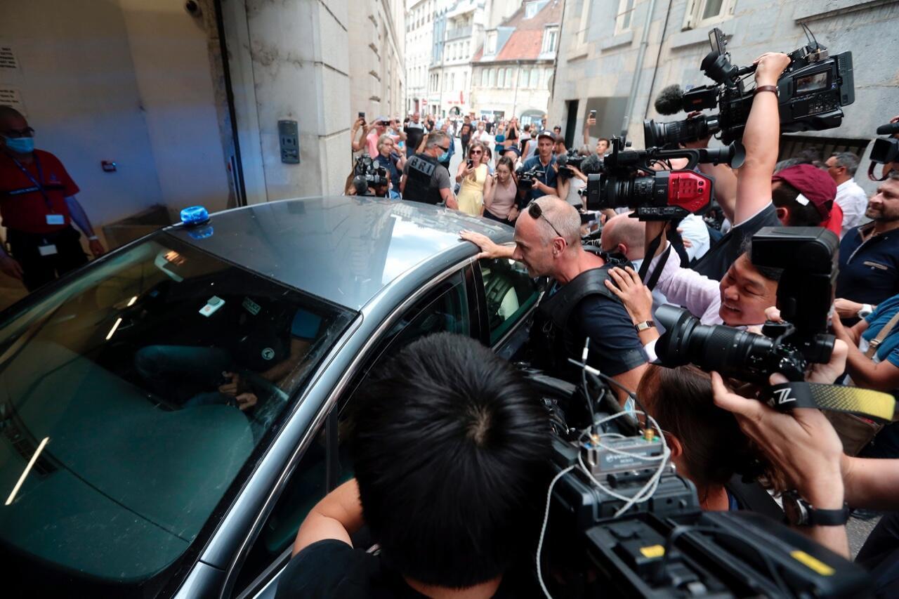 Llegada al tribunal de Besancon del chileno Nicolás Zepeda acusado de asesinar a un estudiante japonés en Francia hace casi cuatro años.