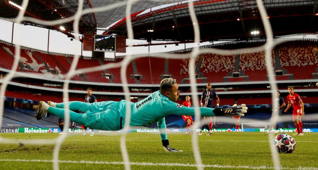 Keylor Navas del Paris St Germain en acción en la final de la Champions League el 23 de agosto de 2020.