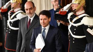 El abogado italiano Giuseppe Conte se va después de una reunión con el presidente de Italia, Sergio Mattarella, el 23 de mayo de 2018 en el palacio presidencial Quirinale en Roma.