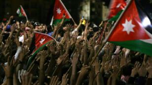 الاحتجاجات مستمرة رغم استقالة هاني الملقي من رئاسة الوزراء