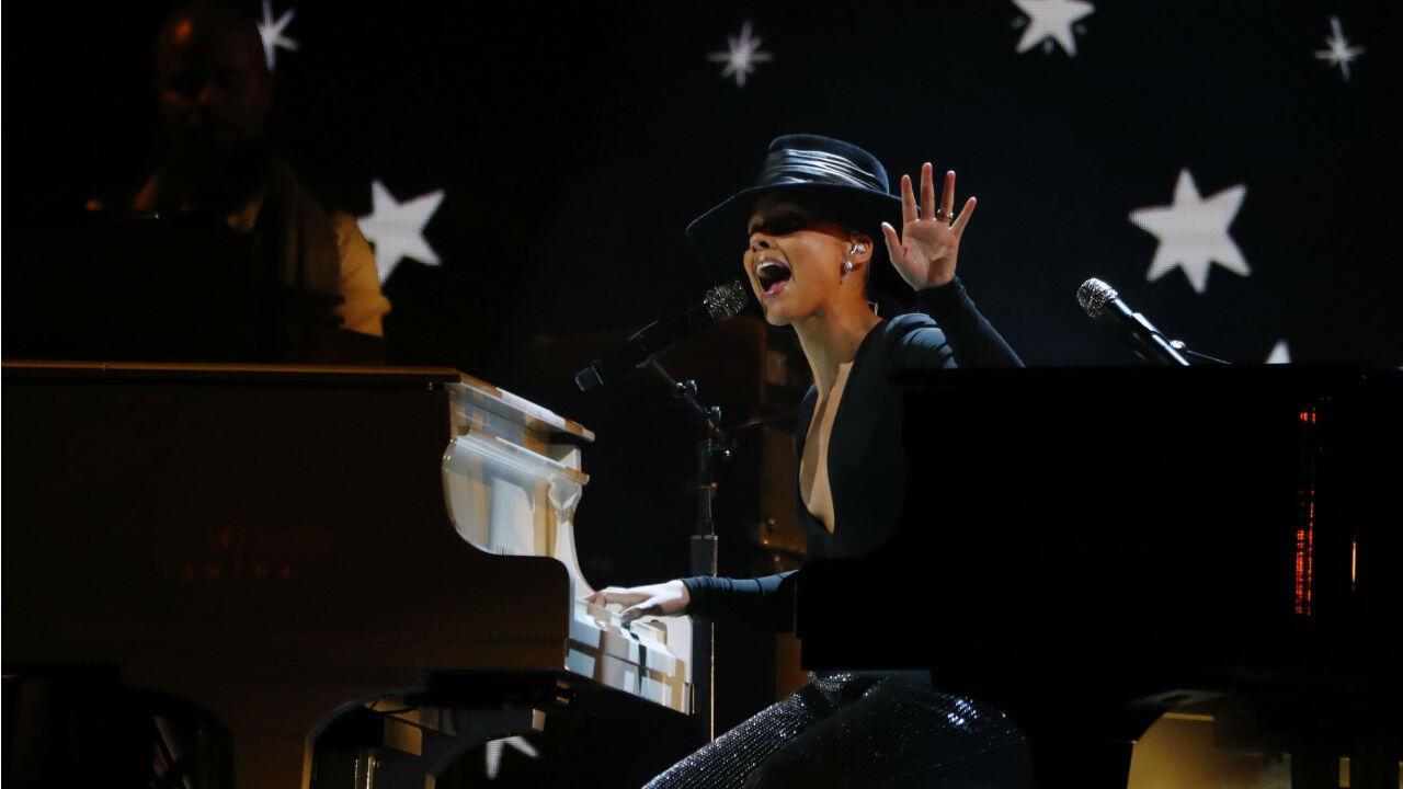 """Alicia Keys deslumbró con un auténtico show, además de enviar un mensaje inspirador: """"con la música lloramos, marchamos, hacemos rock, hacemos el amor. Es nuestro lenguaje global""""."""