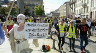 """محتجون من """"السترات الصفراء"""" خلال مظاهرة بمدينة نانسي (شرق فرنسا)."""