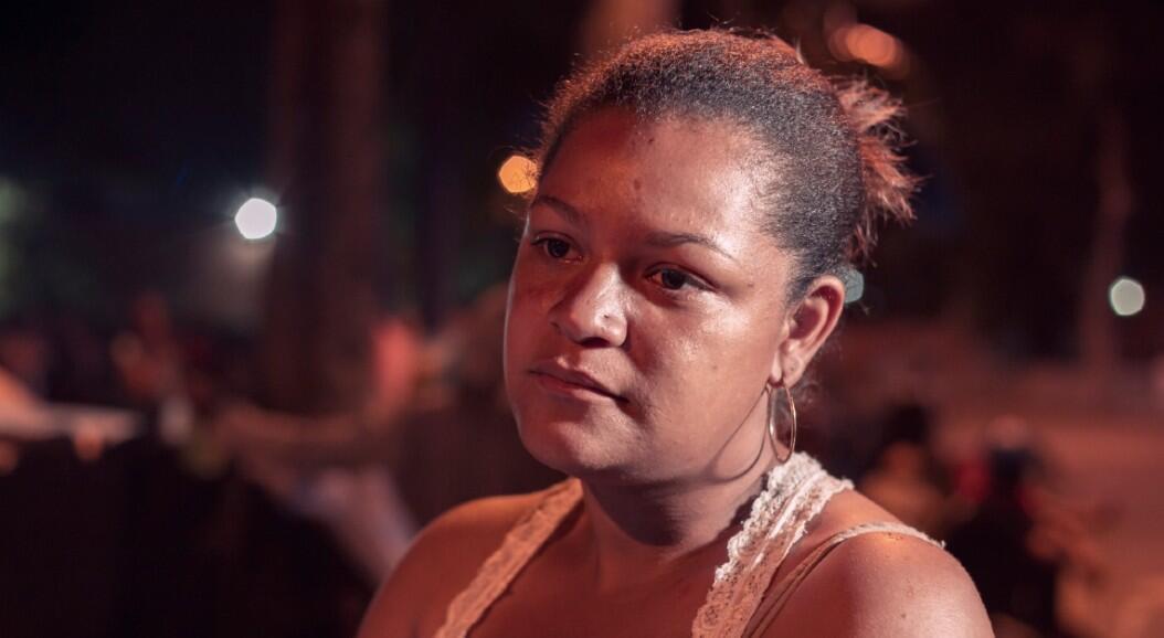 Elizabeth Rodríguez habla con France24 sobre el viaje que emprendió a pie desde Bogotá para tratar de regresar a su país, Venezuela, luego de perder su trabajo y no poder pagar el alquiler donde vivía, en medio de las restricciones impuestas por el Gobierno en un intento por frenar la propagación del Covid-19. En Bucaramanga, Colombia, el 18 de junio de 2020.