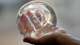 En France, 30 000 femmes portent des prothèses PIP