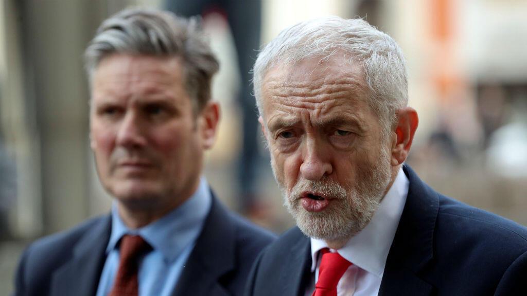 El líder opositor del Partido Laborista, Jeremy Corbyn, y el secretario de Estado del Partido Laborista para la salida de la Unión Europea, Keir Starmer, hablan con la prensa en Bruselas, Bélgica, el 21 de marzo de 2019.
