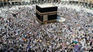 مسلمون من كل أنحاء العالم يحجون إلى مكة المكرمة في السعودية