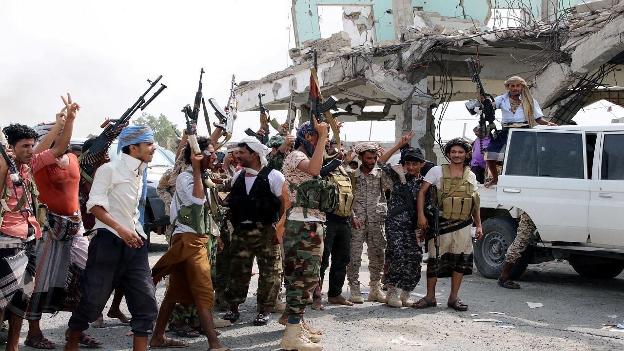 المقاتلون الانفصاليون الجنوبيون خلال اشتباكات مع القوات الحكومية في عدن، اليمن 29 أغسطس/آب 2019.