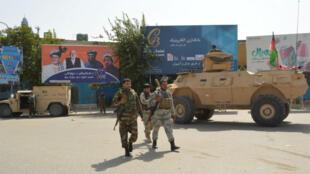 Las fuerzas de seguridad afganas patrullan un área durante un ataque talibán en el centro de la ciudad de Kunduz, Afganistán , el 31 de agosto de 2019.