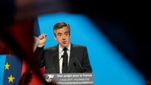 مرشح اليمين للانتخابات الرئاسية الفرنسية فرانسوا فيون في 4 آذار/مارس 2017