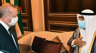 Turkish President Recep Tayyip Erdogan (L) offers his condolences in Kuwait to the Gulf emirate's  Crown Prince, Sheikh Meshal al-Ahmad al-Jaber Al-Sabah