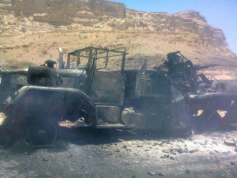 صورة لشاحنة محملة بمدفع23 للجيش اليمني تم تدميرها في الاشتباكات - 2014/04/29