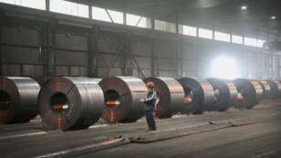 Donald Trump a annoncé le 8 mars qu'il allait imposer des taxes à l'importation de 25 % sur l'acier et de 10 % sur l'aluminium.