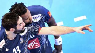 Nikola Karabatic et Cédric Sorhaindo lors de la demi-finale contre la Slovénie, le 26 janvier à Bercy.