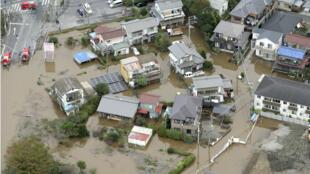 Amplias áreas residenciales siguen inundadas en Japón como en la ciudad de Sakura, en la prefectura de Chiba. 26 de octubre de 2019.