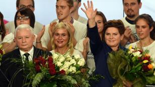 Jaroslaw Kaczynski, leader du parti d'opposition conservateur Droit et Justice, et Beata Szydlo qui est pressentie pour devenir Première ministre de Pologne.