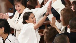 برلمانيات أمريكيات يرتدين اللون الأبيض أثناء خطاب دونالد ترامب عن حالة الاتحاد الثلاثاء 5 فبراير/شباط 2019
