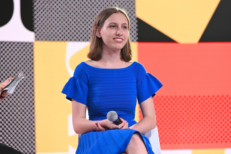 L'activiste américaine, Alexandria Villaseñor, s'exprimant sur une scène, le 25 juillet 2019, à New York.