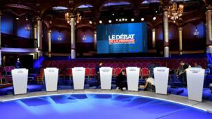 Le plateau de télévision du deuxième débat de la primaire de la droite le 3 novembre 2016.