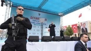 الرئيس التركي رجب طيب أردوغان خلال تجمع خطابي في ديار بكر، 2 أبريل/ نيسان 2017