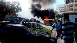 De la fumée s'échappe d'immeubles à Lattaquié, le 10 novembre 2015.