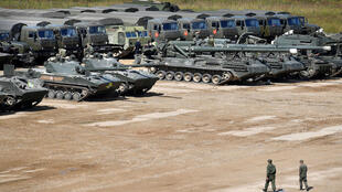 Un parc de véhicules militaires russes, le 15 août, à Moscou.