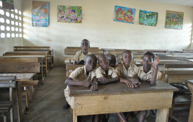 Children inside one of the traditional classrooms at EPP Gonzagueville.