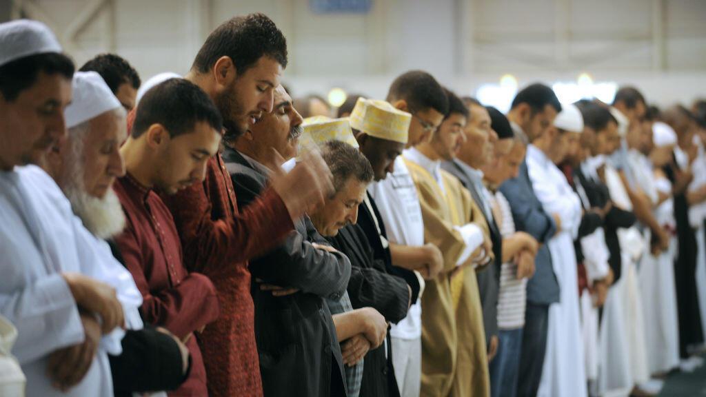 Des musulmans prient pour la fin du ramadan, le 10 septembre 2010, à Marseille.