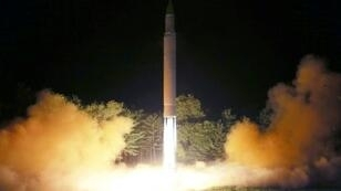 صورة نشرتها الوكالة الكورية الشمالية لتجربة إطلاق صاروخ في 28 تموز/يوليو 2017
