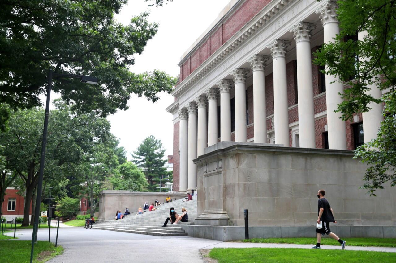 Campus de la Universidad de Harvard en Cambridge, Massachusetts, Estados Unidos. 8 de julio de 2020.