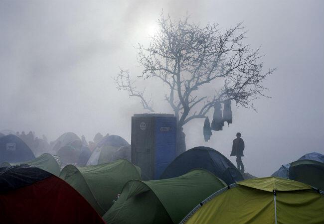 مخيم اللاجئين في إيدوميني على الحدود اليونانية المقدونية أخلته السلطات بعد إغلاق الحدود بين البلدين