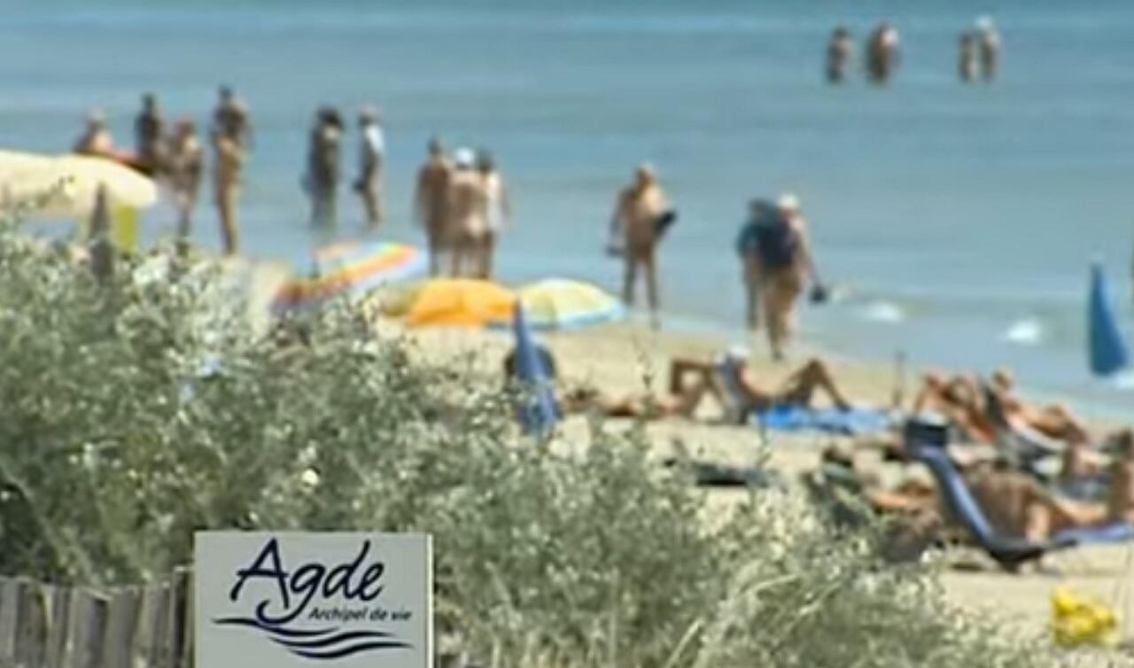 """Le préfet de l'Hérault a ordonné lundi 24 août la fermeture pour 15 jours de 17 établissements du village naturiste du Cap d'Agde pour y """"endiguer le phénomène de propagation"""" du Covid-19."""