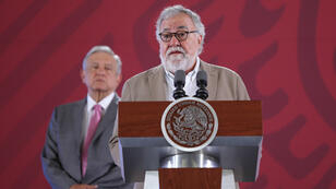 El subsecretario de Gobernación para los Derechos Humanos, Alejandro Encinas, participa junto al presidente de México, Andrés Manuel López Obrador, en una rueda de prensa en Ciudad de México este 4 de septiembre de 2019.