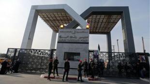 La puerta de Rafah abierta por primera vez desde 2007. Comunica el sur de la Franja de gaza con Egipto.