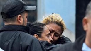 Familiares de una víctima de los enfrentamientos en la cárcel de Tela, en Honduras.21 de diciembre de 2019.