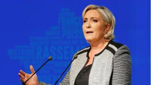 Marine Le Pen deberá devolver 298.497 euros al Parlamento Europeo.