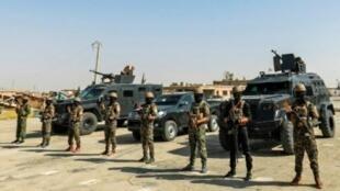عناصر من قوات سوريا الديمقراطية يتجمعون في جنوب مدينة الحسكة في شمال شرق سوريا في 11 أيلول/سبتمبر 2018