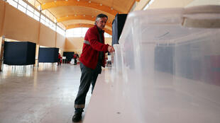 Séptima elección presidencial, primera vez que se vota en el extranjero.