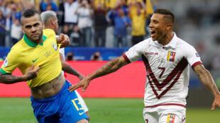 Dani Alves y Darwin Machís celebran sus goles con Brasil y Venezuela en la Copa América. 22 de junio de 2019.