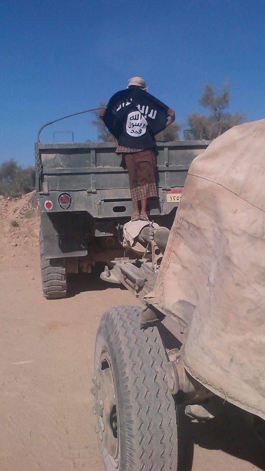 شاحنة للجيش اليمني ومدفع في قبضة مقاتلي القاعدة - 2014/04/29