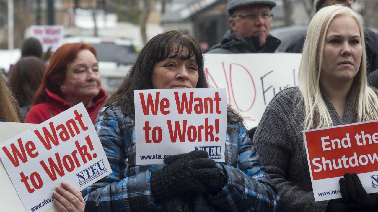 """Des fonctionnaires américains manifestent contre le """"shutdown"""", le 10 janvier 2019, à Ogden, dans l'Utah."""