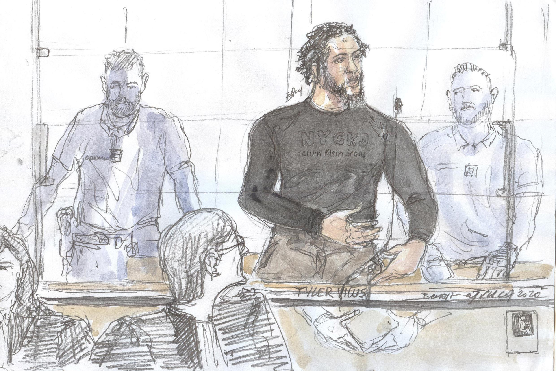 رسم لقاعة المحكمة يظهر فيه الجهادي الفرنسي تايلر فيلوس متحدثا في مستهل محاكمته في العاصمة الفرنسية باريس، 25 يونيو/حزيران 2020.